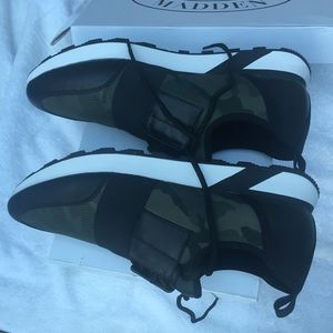 Steve Madden Shoes - Steve Madden polar green camo sneakers